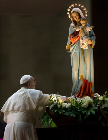 Pope Francis pays homage to a statue of the Virgin Mary during a ceremony to mark the closure of the month dedicated to the Virgin Mary, in St. Peter's Square, at the Vatican, Friday, May 31, 2013. (AP Photo/Alessandra Tarantino)